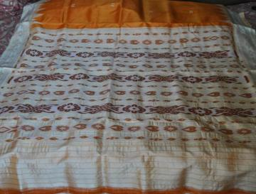 Gorgeous Flower Motif Silk Saree without Blouse Piece
