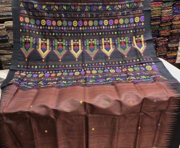 Exquisite Dolabedi Saree in Tussar with Blouse Piece