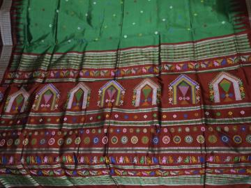 Exclusively woven Dolabedi Silk Saree with Blouse Piece