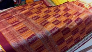 Beautiful doll Motif Silk Saree With Maroon Blouse Piece